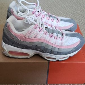 Nike Air Max 95 in White/Real Pink/Medium Grey